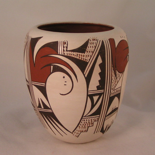 pic of Hopi vase by Donna Robertson Navasie, granddaughter of Joy Navasie